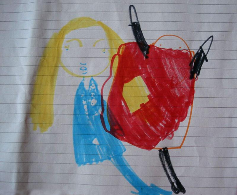 این دختری است در کنار آدمی که داره تن پوش میپوشه. تن پوش به شکل هات داگ که رویش سس خردل داره.